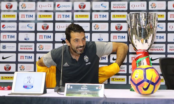Juventus' Italian goalkeeper Gianluigi Buffon attends a press conference in the Qatari capital Doha on December 22, 2016, on the eve of the Final of the Italian Super Cup between AC Milan and Juventus. / AFP / KARIM JAAFAR