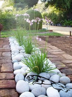 Examples of Landscaping Ideas That Can Be Applied on Your ...