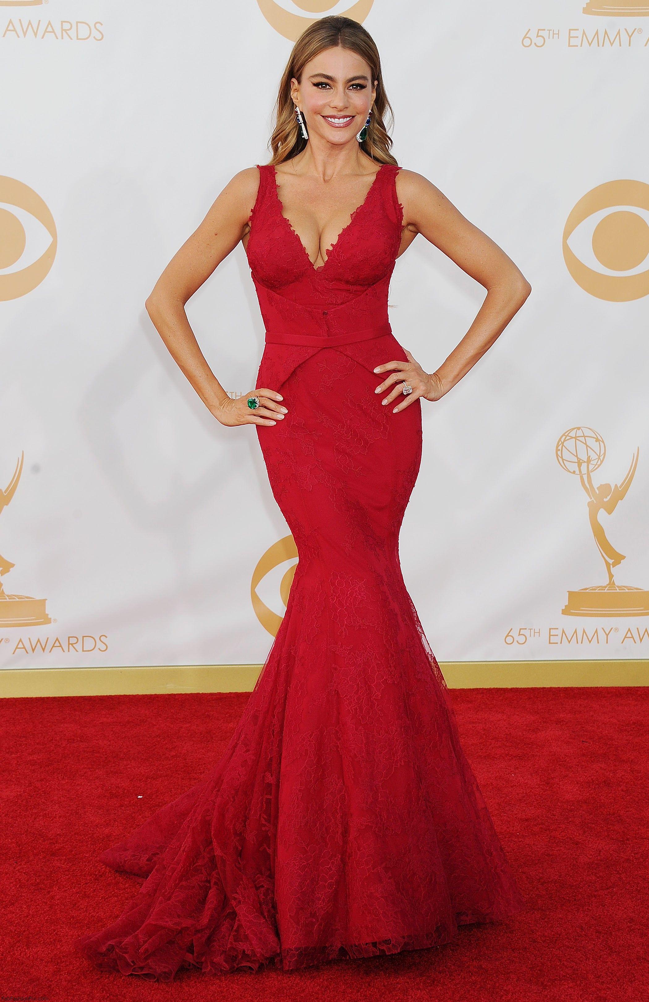 Sofia Vergara in Vera Wang dress at 2013 Emmy Awards. | Dress Red 3 ...