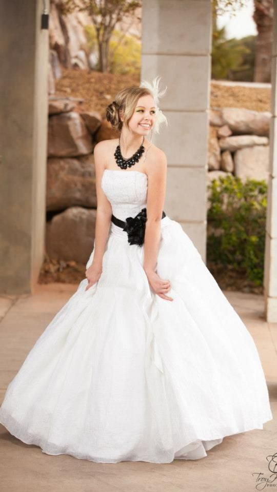 Lauren James Bridal And Formal Located In Orem And Saint George Ut Come Visit Us For Prom Today Laurenjam Bridal And Formal Dresses Sleeveless Wedding Dress