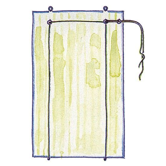 和洋どちらのお部屋にも似合うロールカーテンは、フラットなデザインがおしゃれなカーテン。日差しを調節するために窓辺に