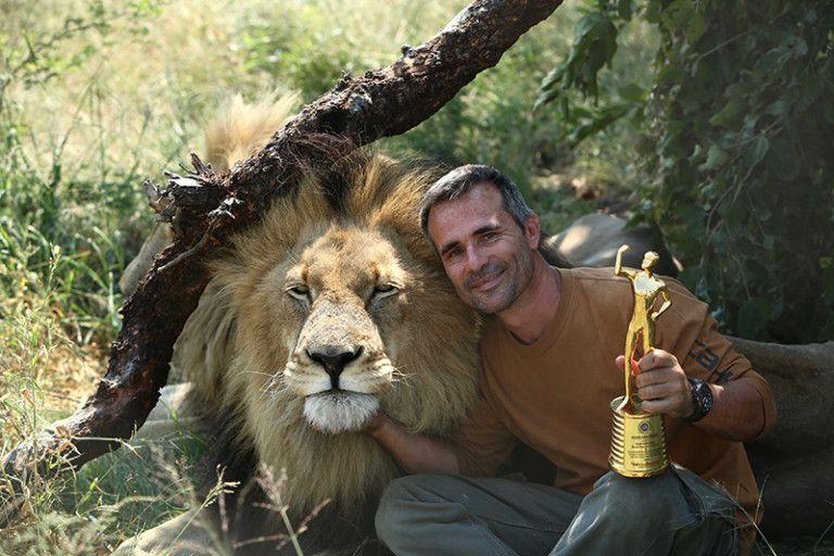 "Kevin Richardson ""The lion whisperer"" & Bobcat."