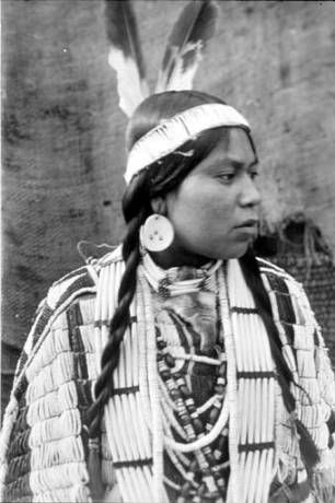 Wishram woman named Eagle Feathers, Klickitat County, Washington :: American Indians of the Pacific Northwest -- Image Portion