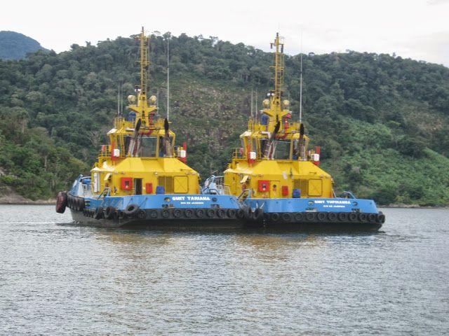 Rebocadores na Ilha de Itacuruçá.