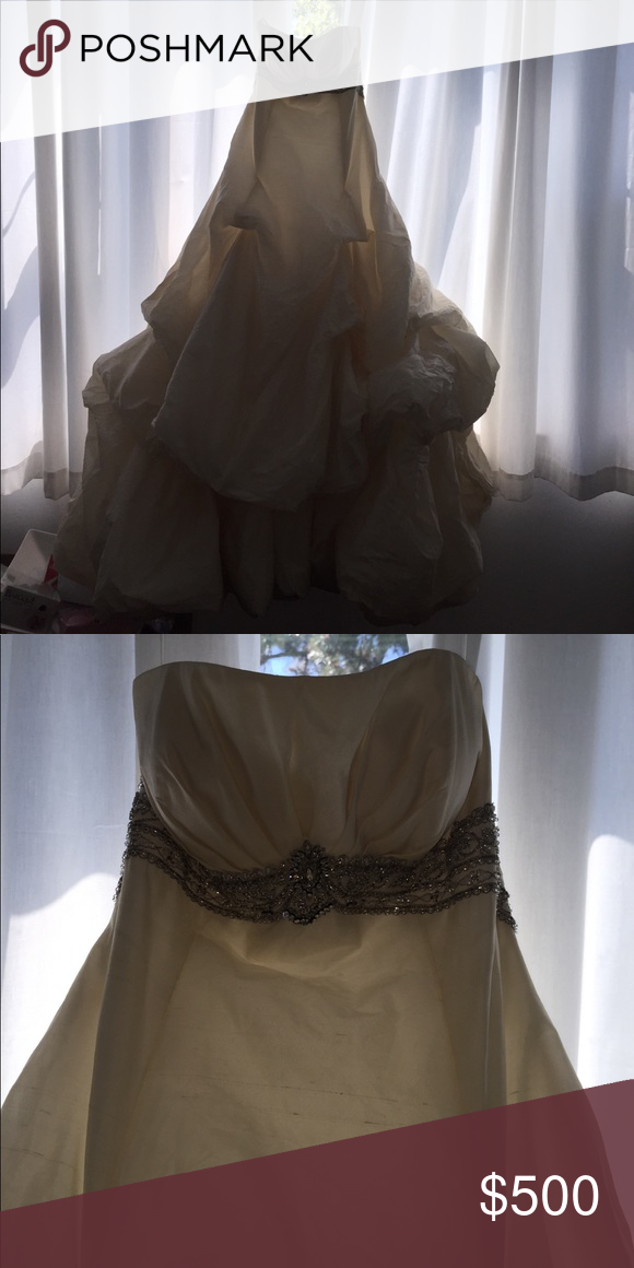 St pucchi wedding dress St pucchi wedding dress Si