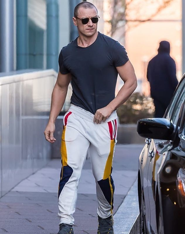James McAvoy in sweatpants is 5'7. #hollywoodmen