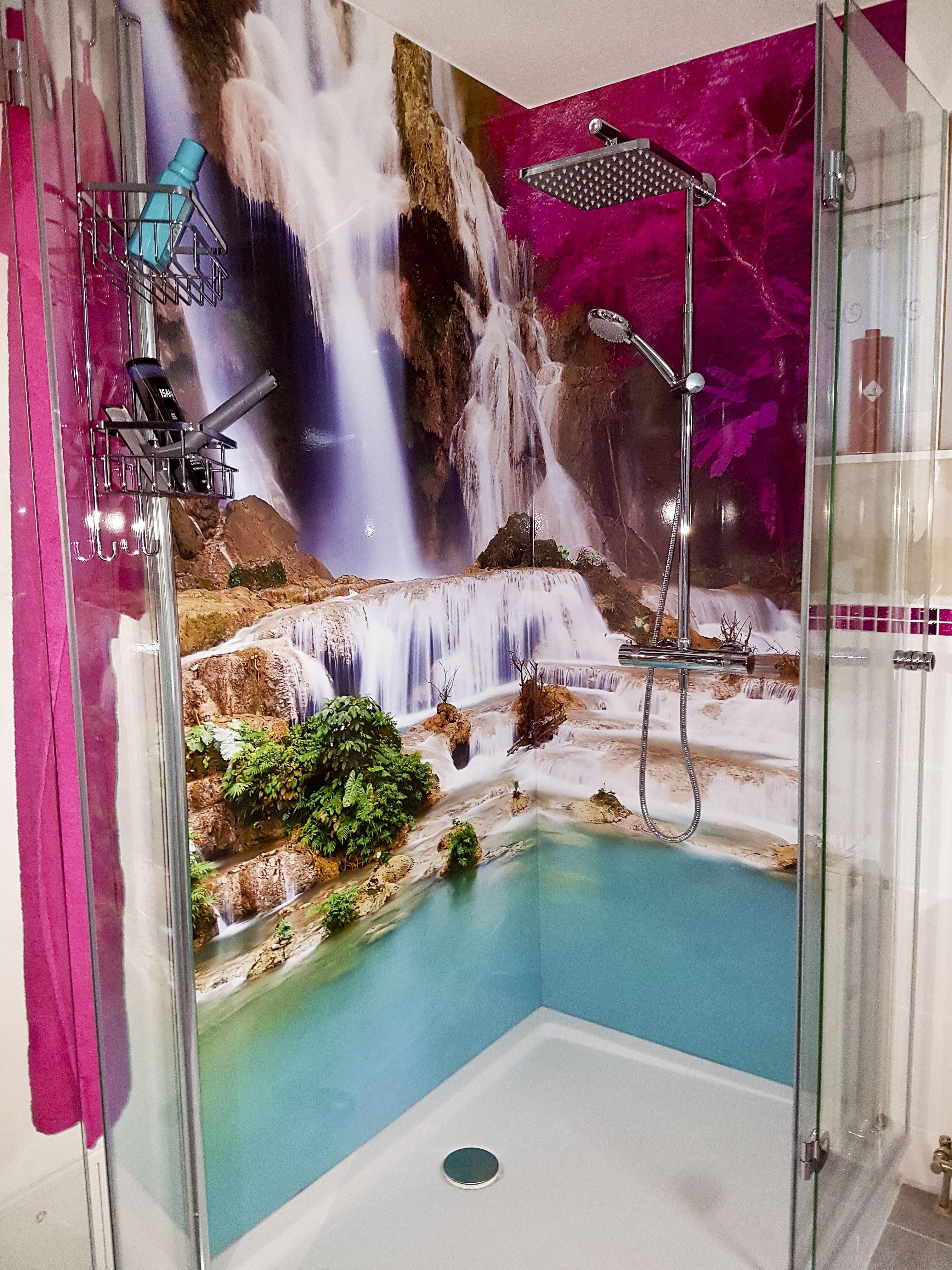 Kundenfeedback von einer frisch angebrachten Duschrückwand