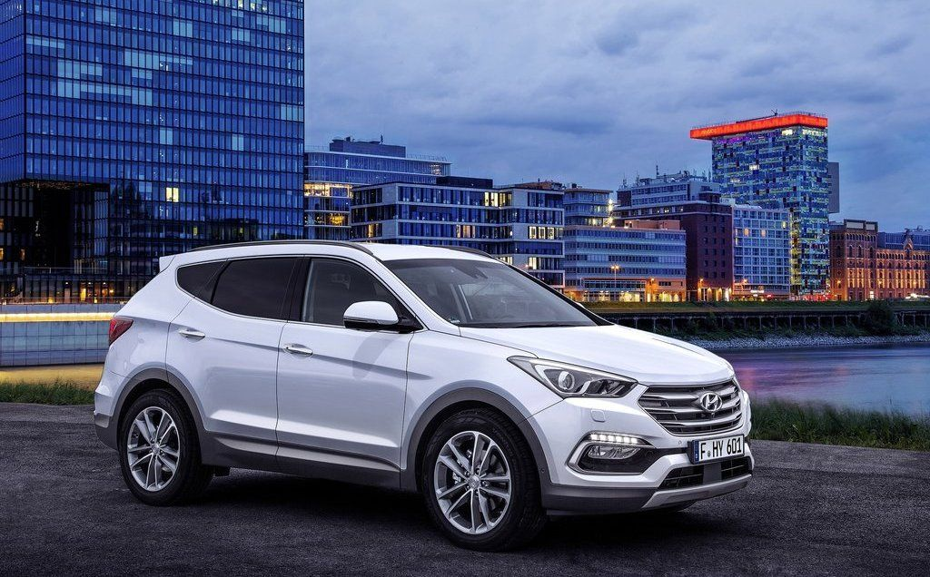 2016 Hyundai Santa Fe side view, white color, alloy wheels