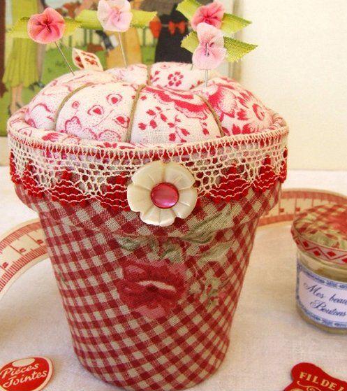 Flower pot pin cushion