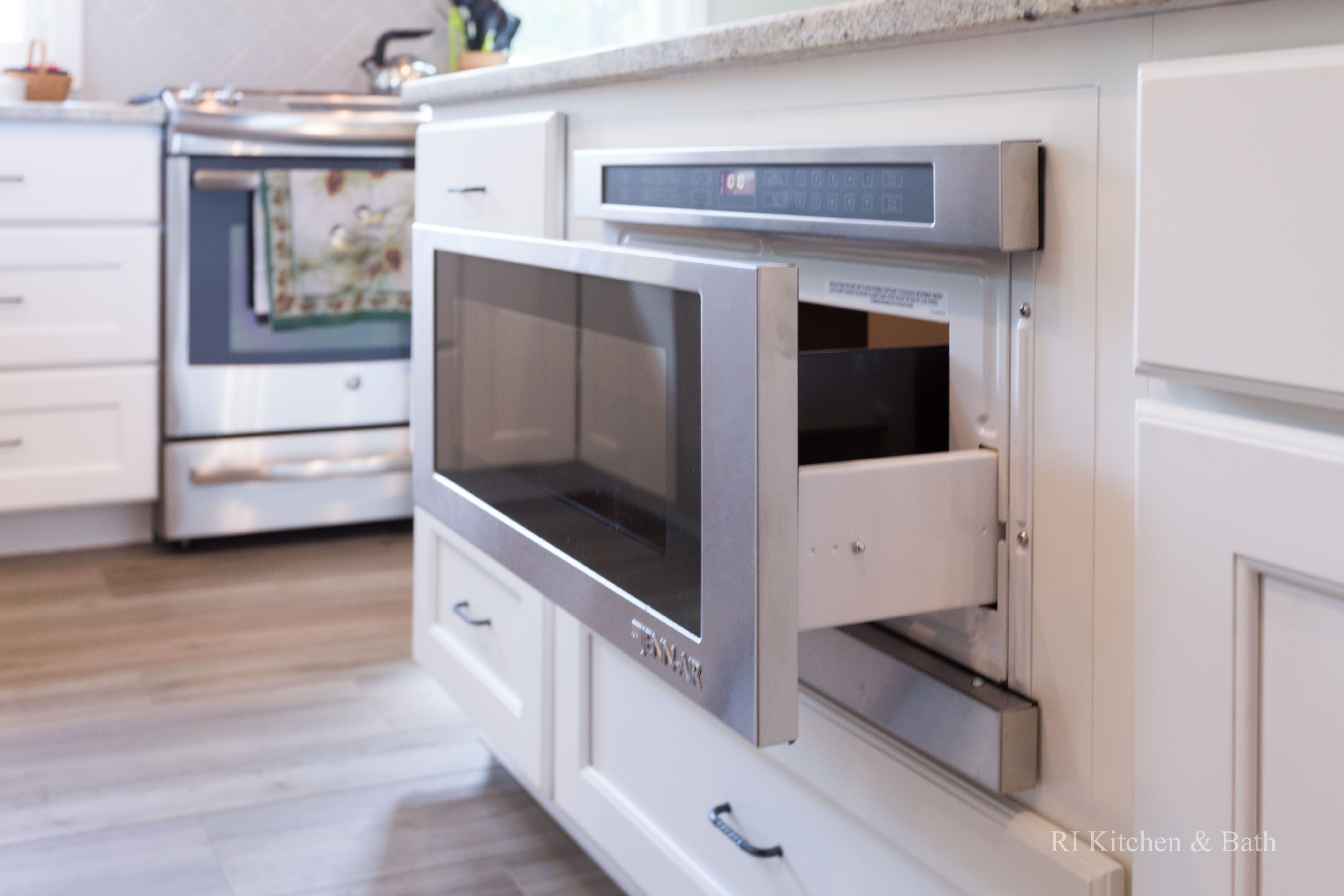 Lakeside Kitchen Designed By RI Kitchen U0026 Bath #RIKB #TransitionalKitchen  #StainlessSteel #WhitePaintedCabinets