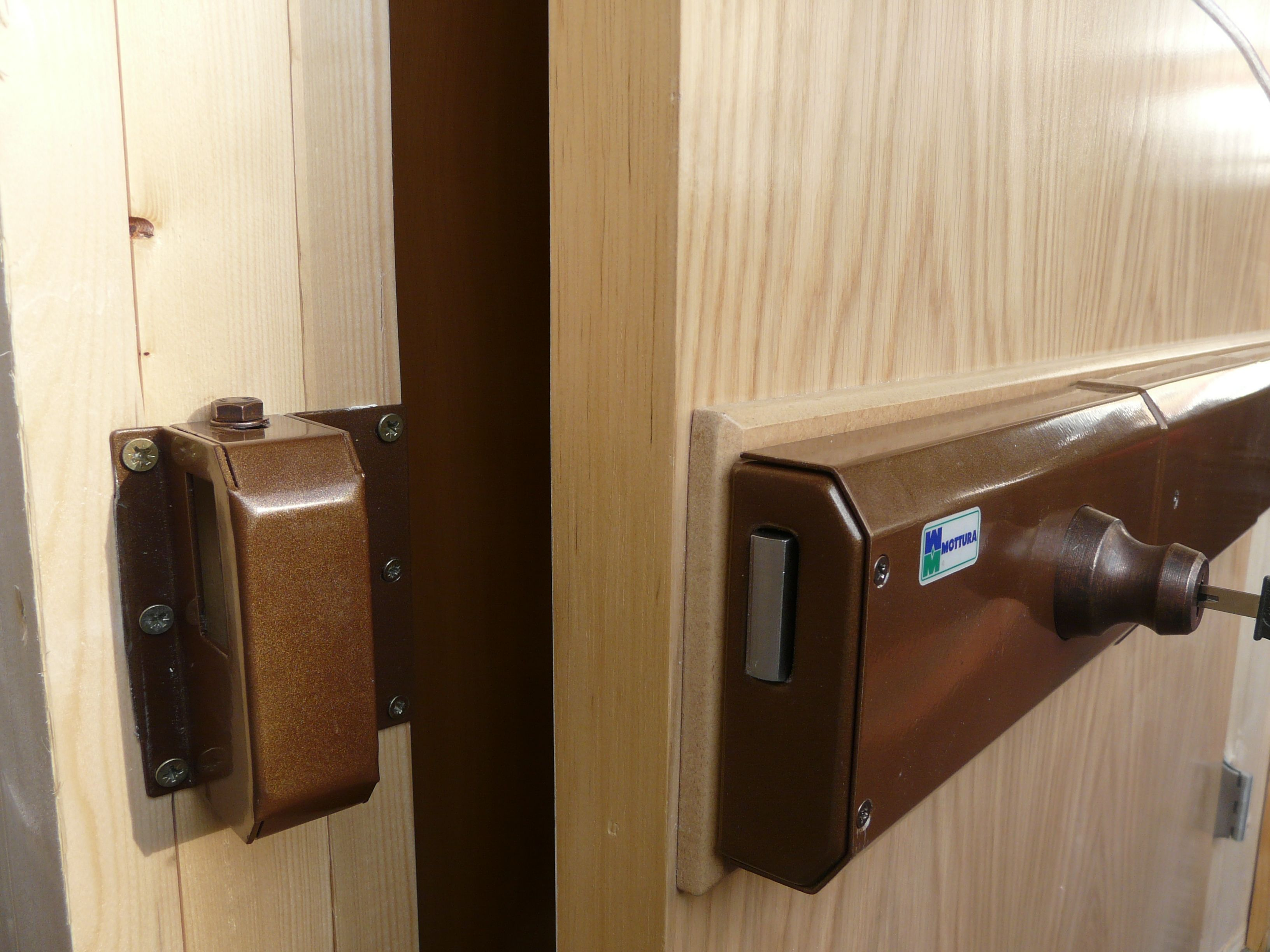 Home Safety Suggestion For People Living In Apartment Or Condos Home Security Tips Door Lock Security Front Door Security