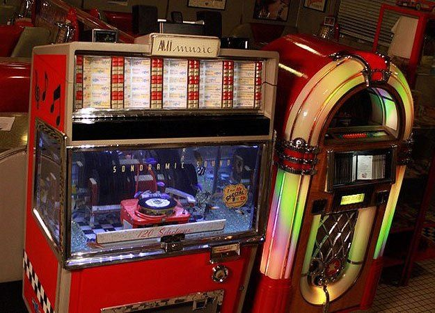 Old jukebox made into an aquarium!