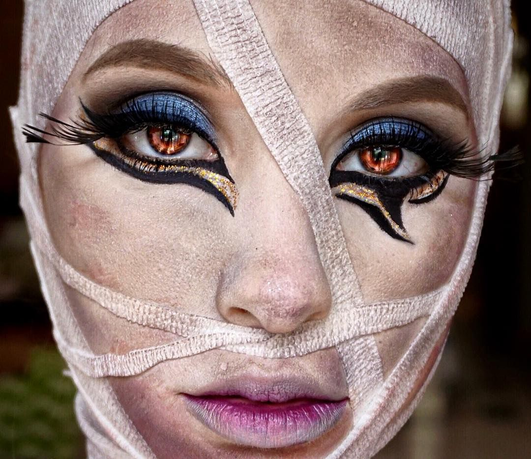 """""""This glam mummy Halloween tutorial is now live on my YouTube channel ✨LINK IN BIO TO VIEW✨ xoxo  Eyes: @morphebrushes 35S & 35U palette (code """"NICOL"""" for…"""""""