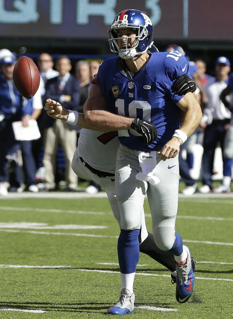 Another Late Meltdown For Giants In 24 20 Loss To Falcons Los Eli Manning Manning Nfl Players