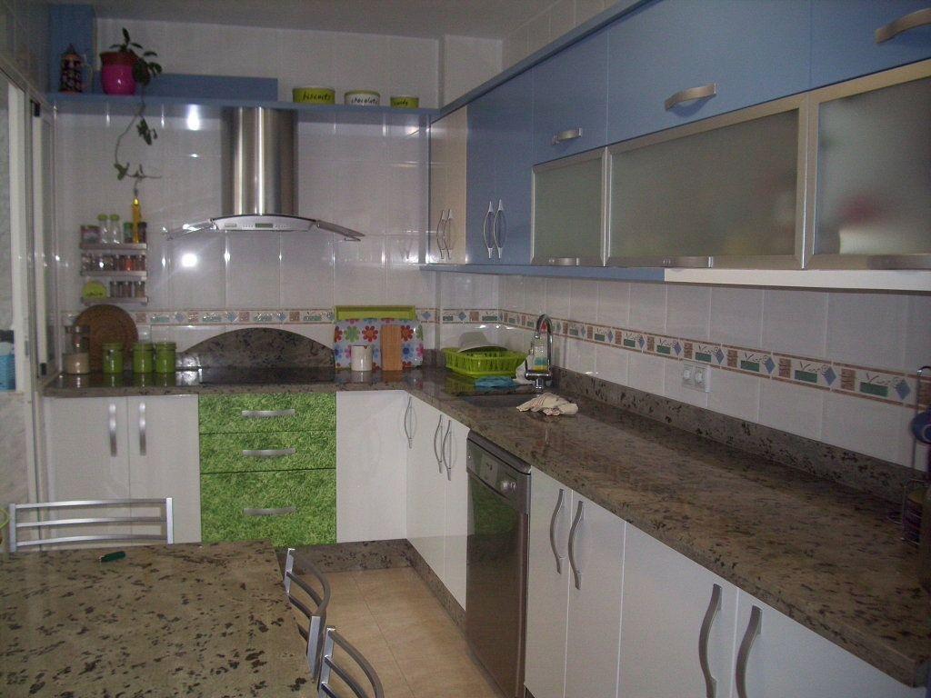 Cocinas modernas con granito for Cocinas con granito