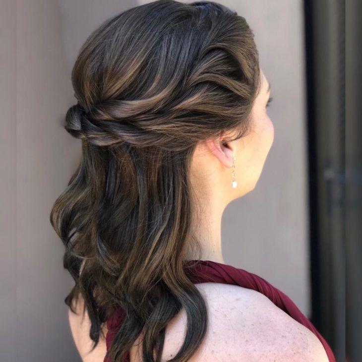 Penteados para 15 anos: 80 ideias incríveis para uma verdadeira princesa