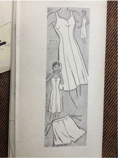 Vintage 1940's Marian Martin Patterns 9572 //  by ElkHugsVintage, $18.00