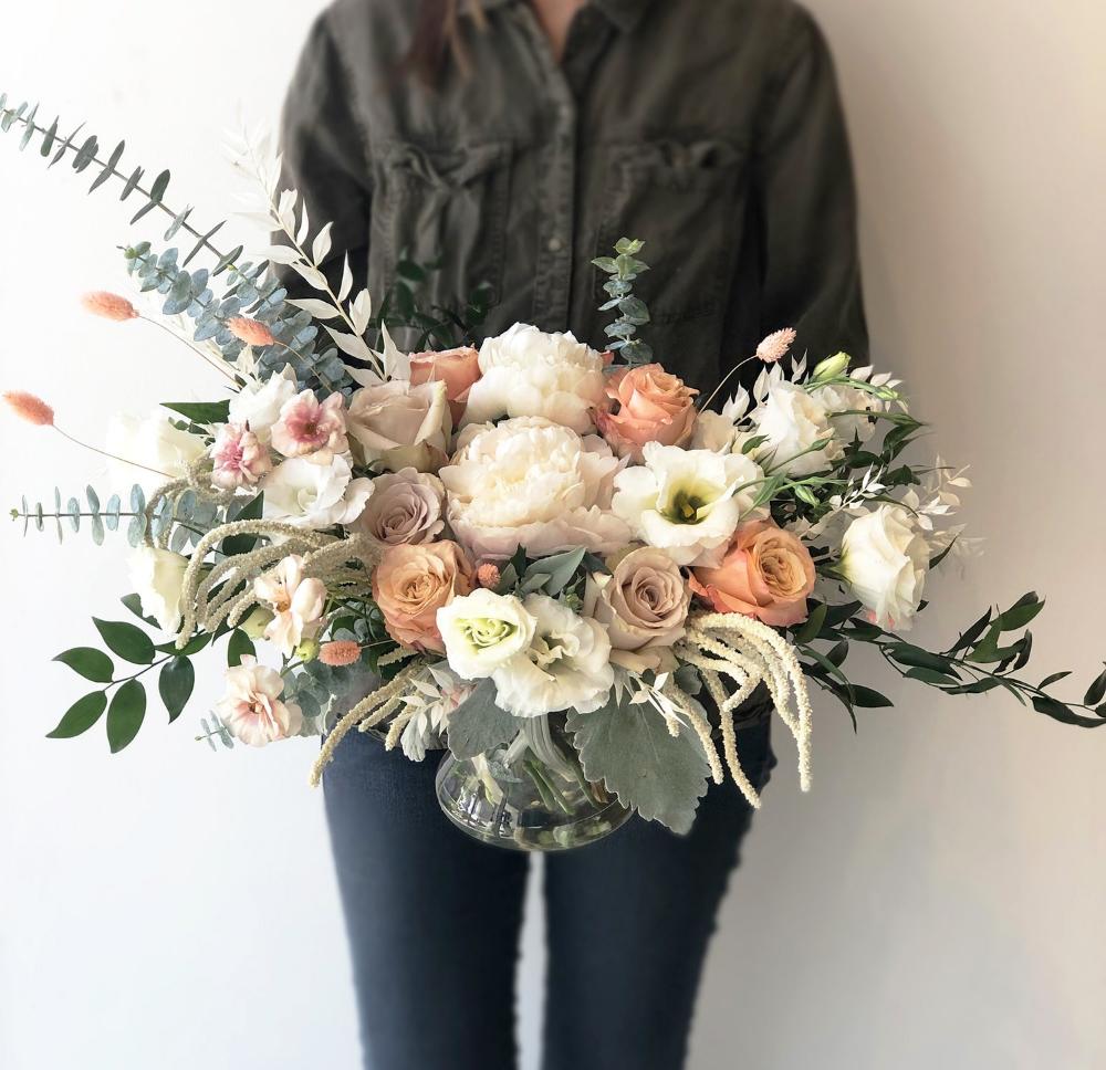 Bloomin For Days Arrangement Wildfloradesign Com Wildflora Los Angeles Florist Ventura Blvd Studio In 2020 Peach Wedding Flowers Dried Flower Bouquet Bridal Flowers