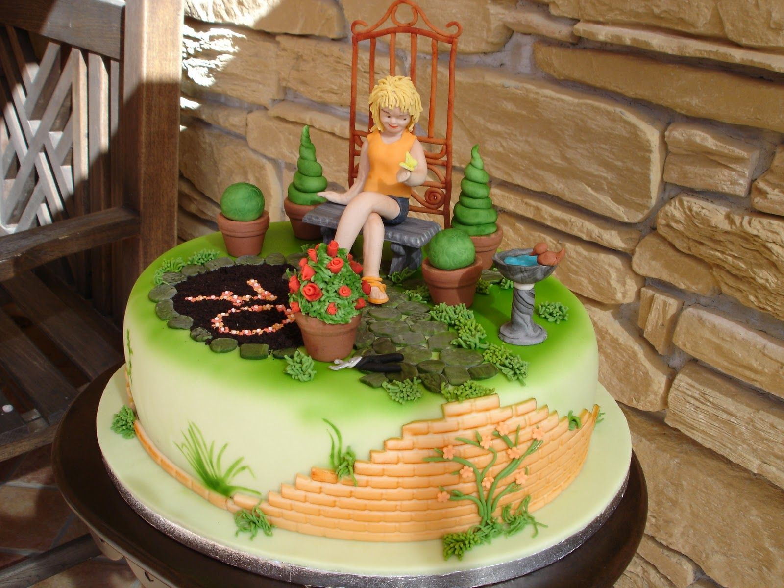 Garten Torte Mit Rosenbusch Step By Step Anleitung Brigittes Tortendesign Gartenkuchen Tortendesign Themenbezogene Torten