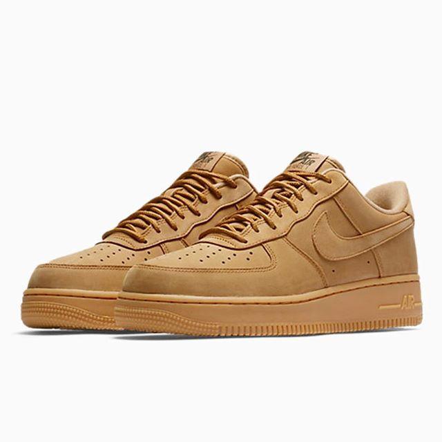 """online store b4976 b59e4 Om några timmar smäller det, torsdag 00.01 släpper vi Air Force 1 """"Flax"""" på  footish.se • En sko du inte vill missa osv osv..  footish"""