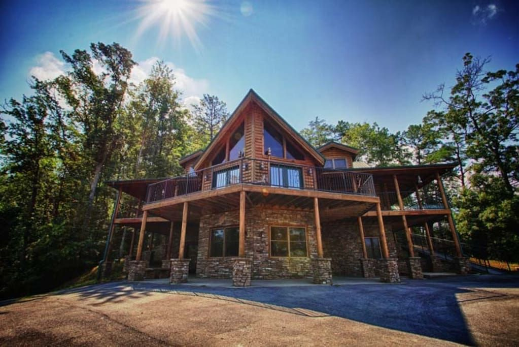 Entire Home Apt In Pigeon Forge United States Big Bear Lodge Is A Beautiful And Private 6 Bedroom Cabin In Shagbark A Ga Cabin Resort Cabins Big Bear Lodge