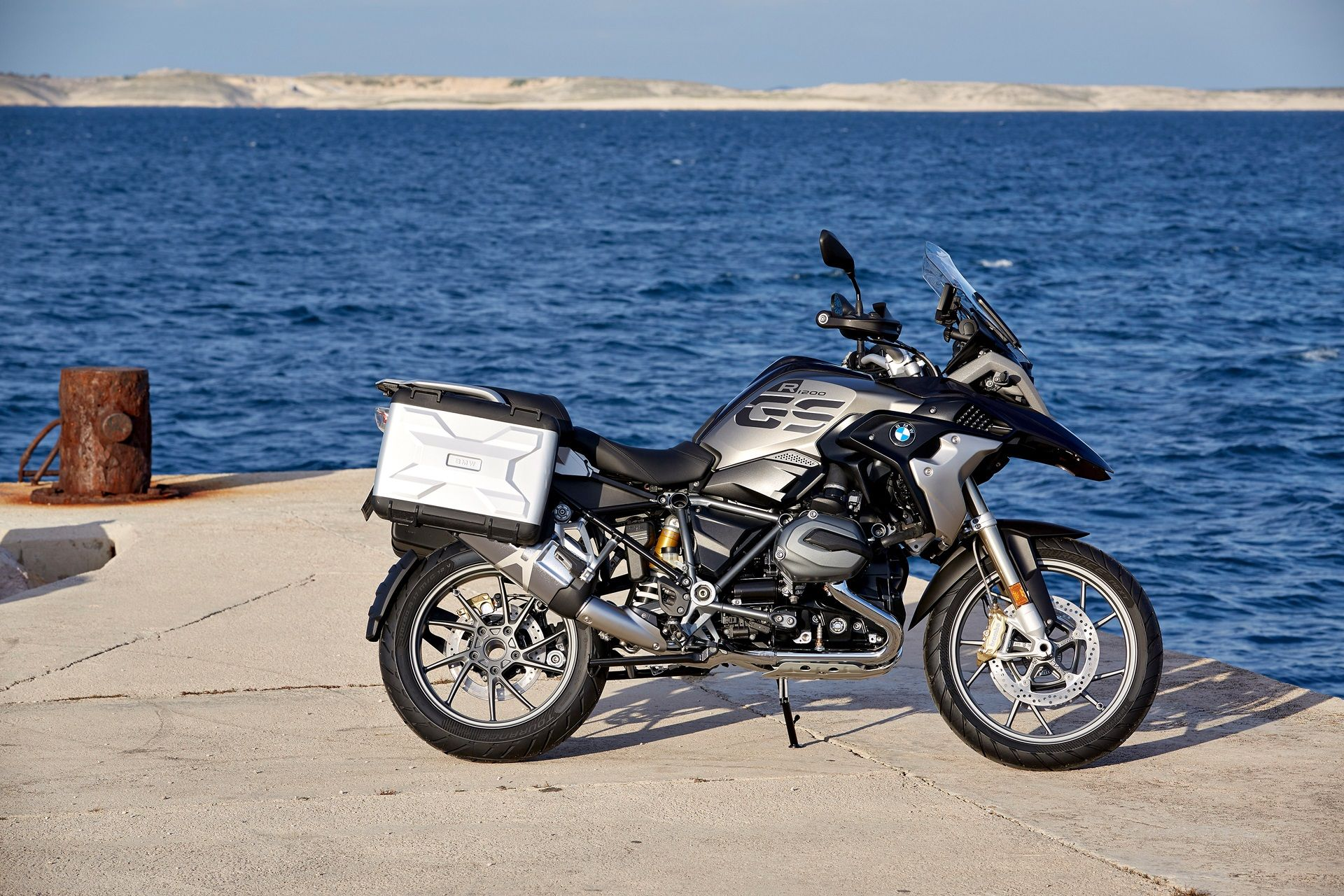 Bmw R 1200 Gs Exclusive 2017 Wallpaper 1007 2017 Motorcycles Bmw Adventure Bike Red Wallpaper