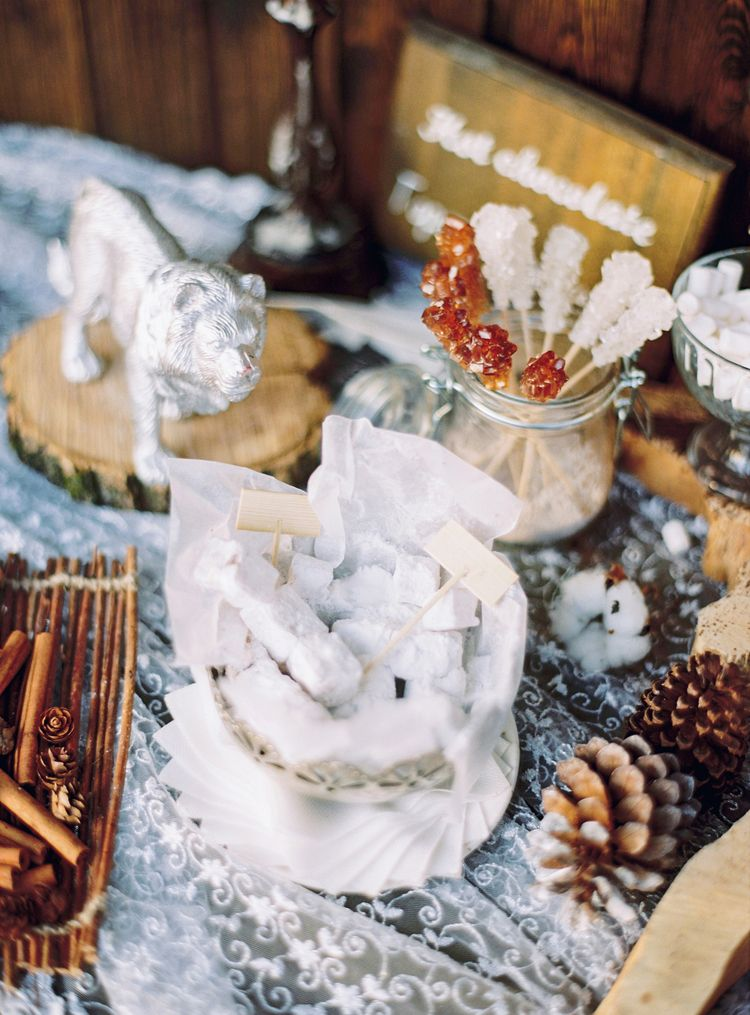 Winter wedding decors for a Magical Narnia wedding theme | Fab mood #winterwedding #wintertale