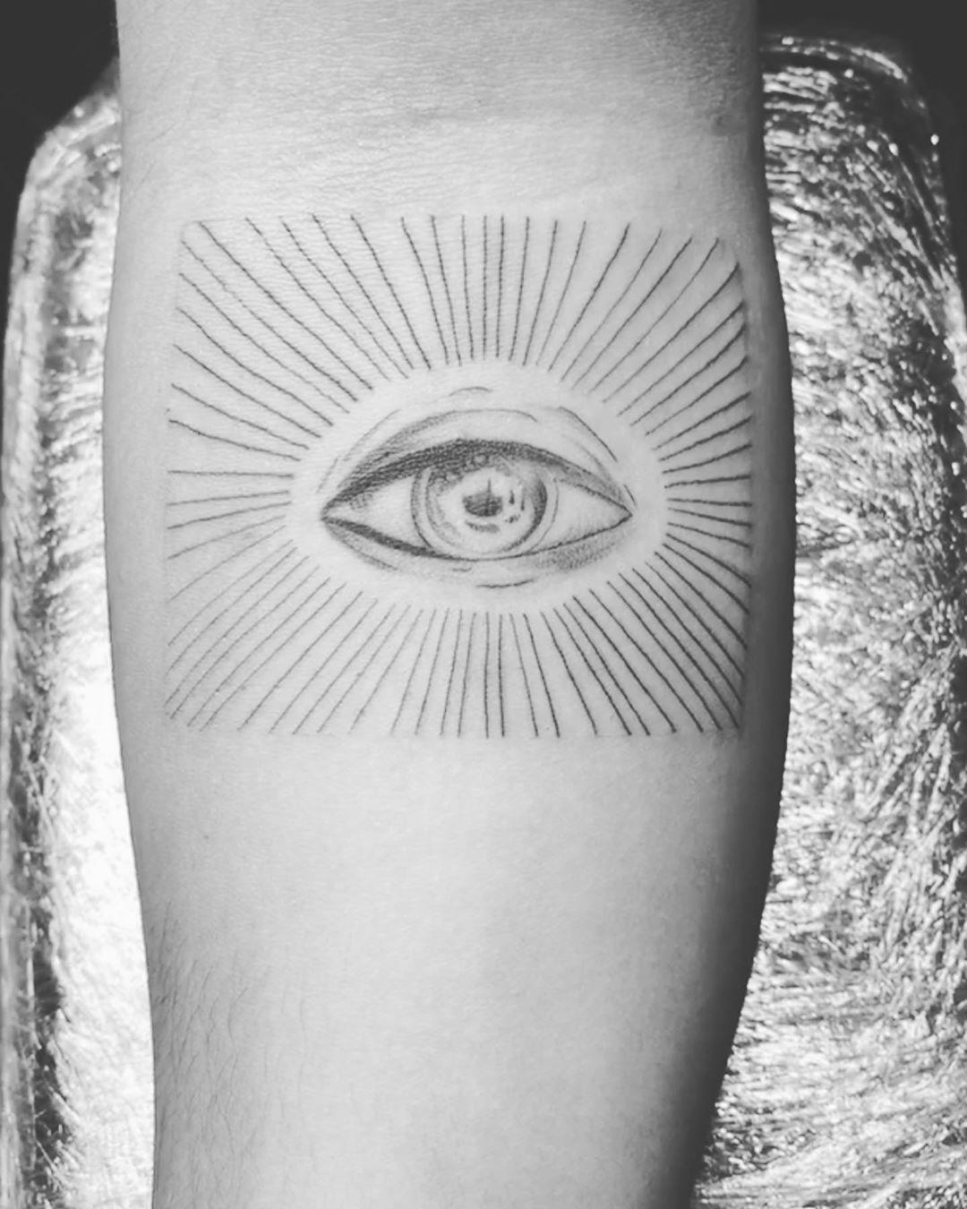 👁 #eye#eyetattoo#simpleeye #tattoo#tattoos#tattooed#tattooideas#tattooartist#tattooinstagram#tattooinstagram#tattoosociety#tattooporn#tattoocommunity#tattooworld#tattooworldwide#tattoomagazine#tattoolovers#dynamicink#dynamicblackink#inked#inkedup#chicagoart#chicago#skinart#skinarttattoo#skintattoo