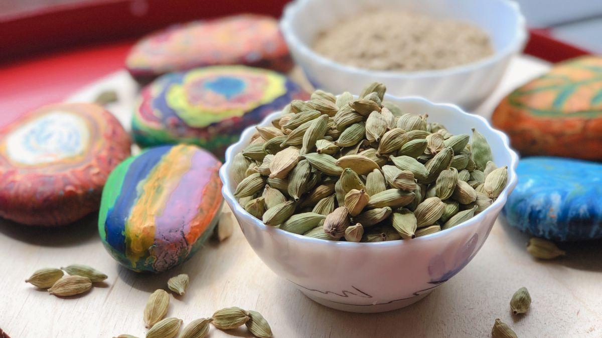 Tuesday Tip How to make Green Cardamom Powder