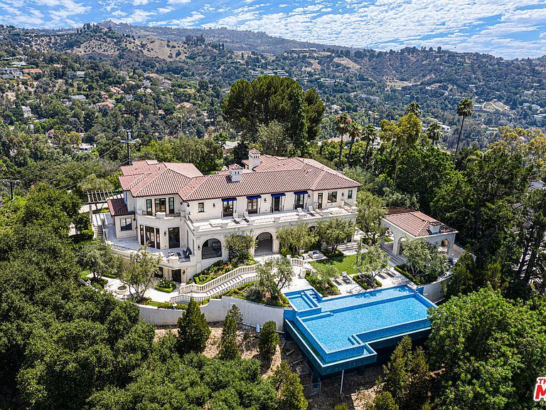 3100 Benedict Canyon Dr Beverly Hills Ca 90210 Mls 19 504798 Zillow Beverly Hills Mansion Beverly Hills Vacation