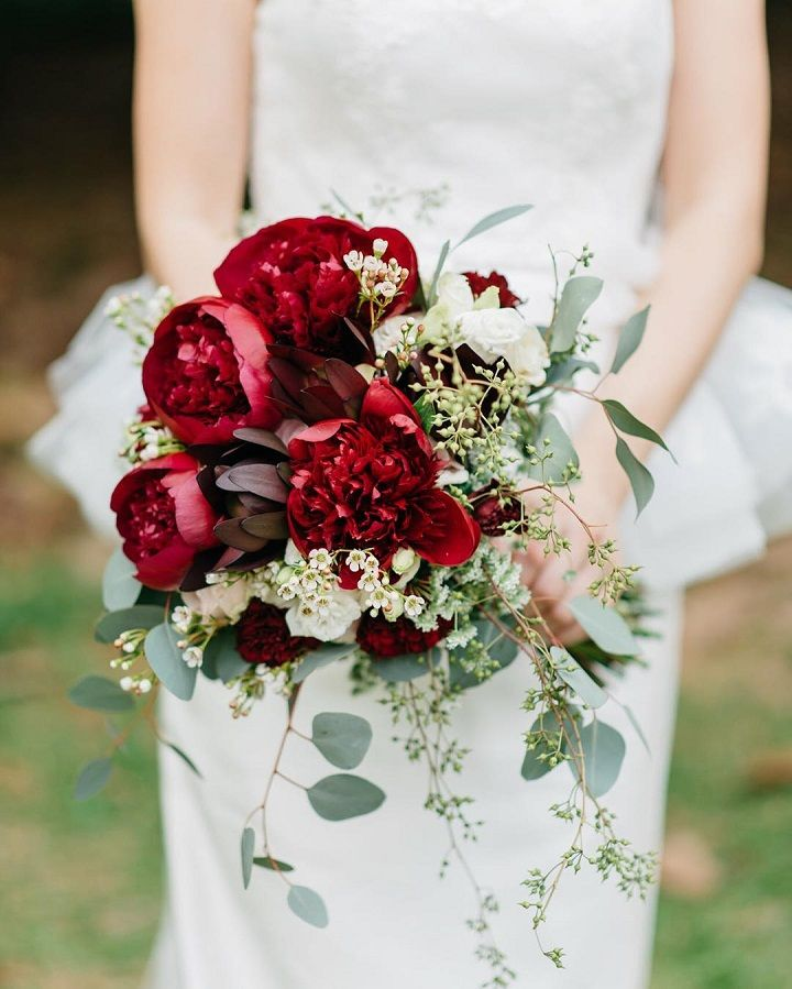 Winter wedding bouquet - red bridal bouquet #wedding  #bouquet #redbouquet