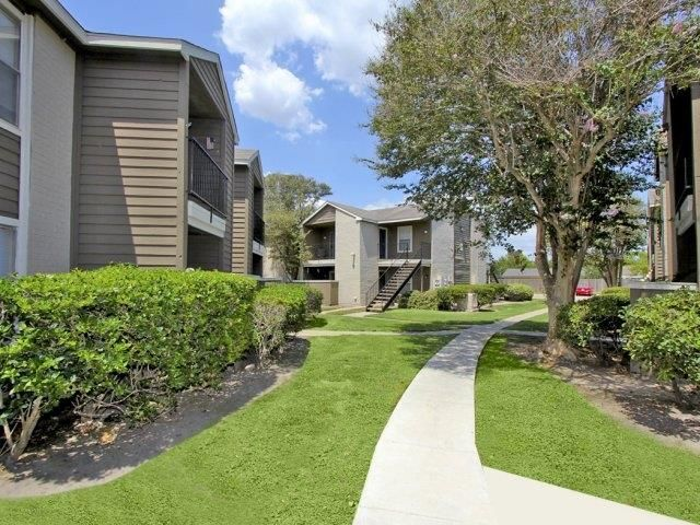 Welcome Home To Candlewood Apartment Homes An Intimate Apartment Community Perfectly Situated In The Hea Affordable Apartments Apartment Communities Apartment