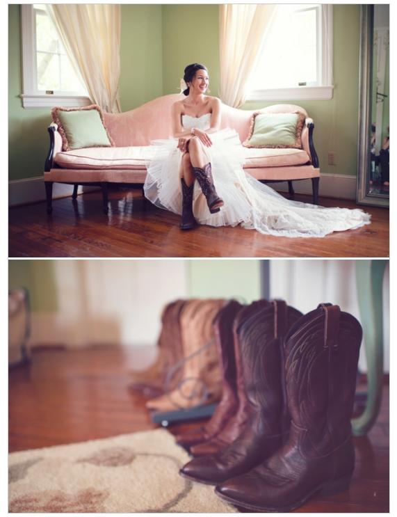Country western bride. | Blue Dandelion Photography | Wedding Chicks