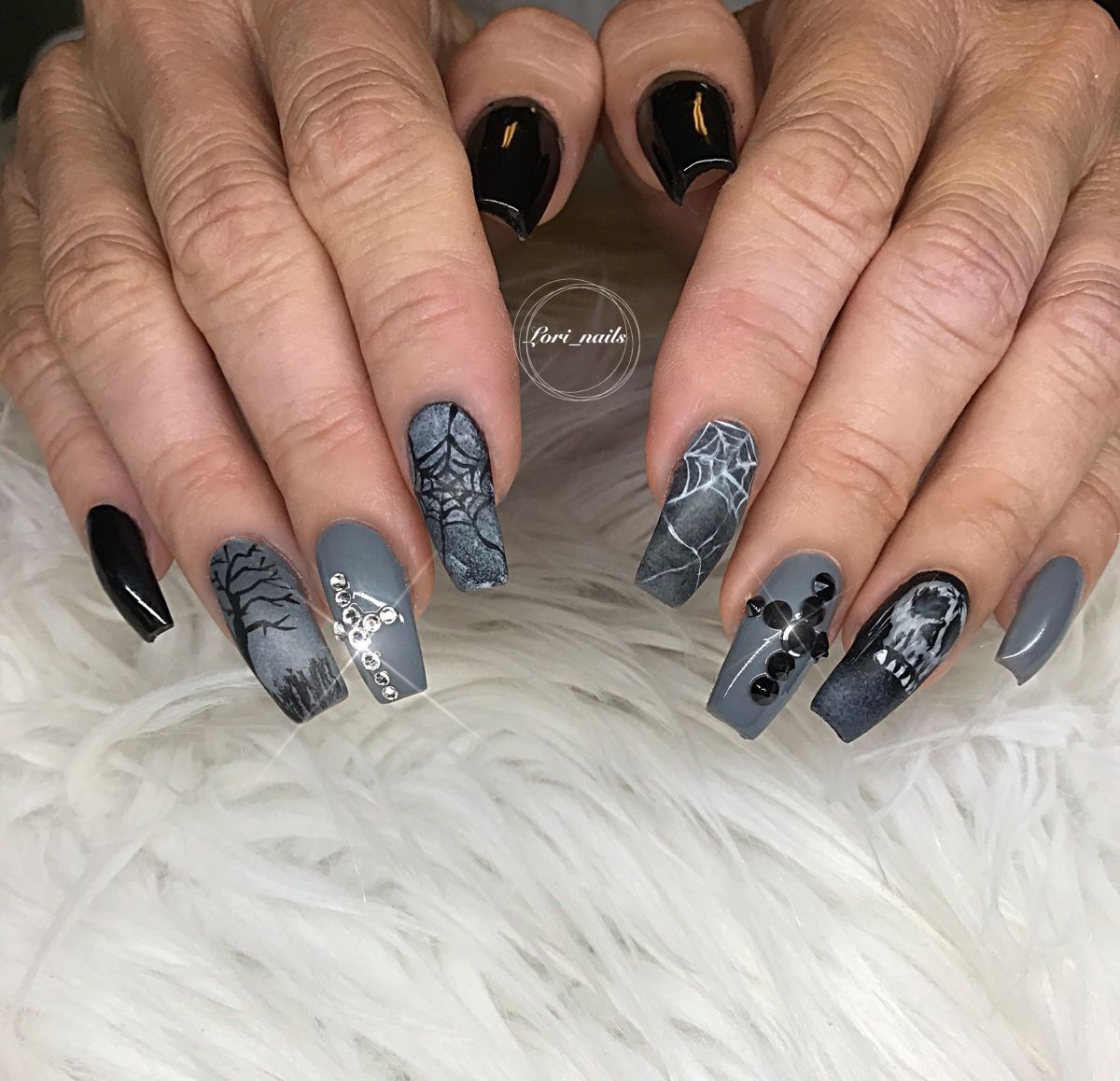 Christmas Is Here Dreaming Of Nails New Years Nail Art Grey Nail Designs New Year S Nails