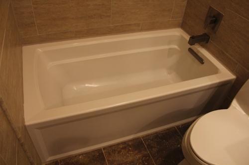 Right Hand Drain Soaking Tub In White