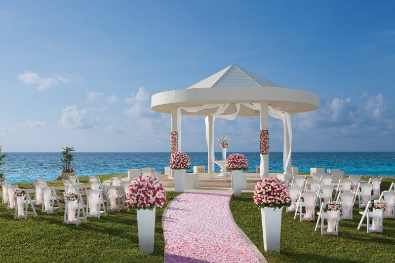 An Breathtaking Spot To Tie The Knot In Paradise