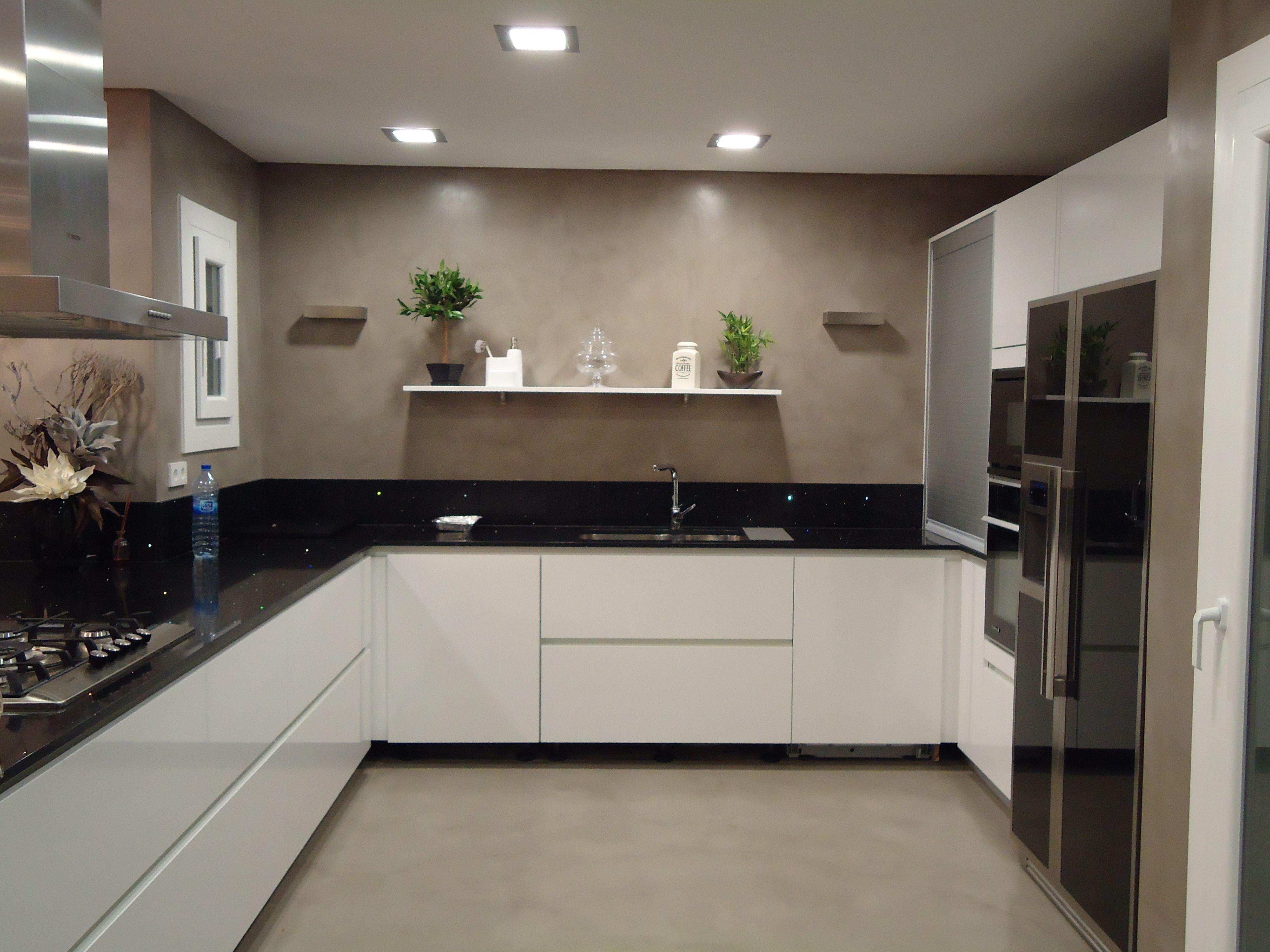 Revestimiento continuo decorativo para cocina con - Microcemento para cocinas ...