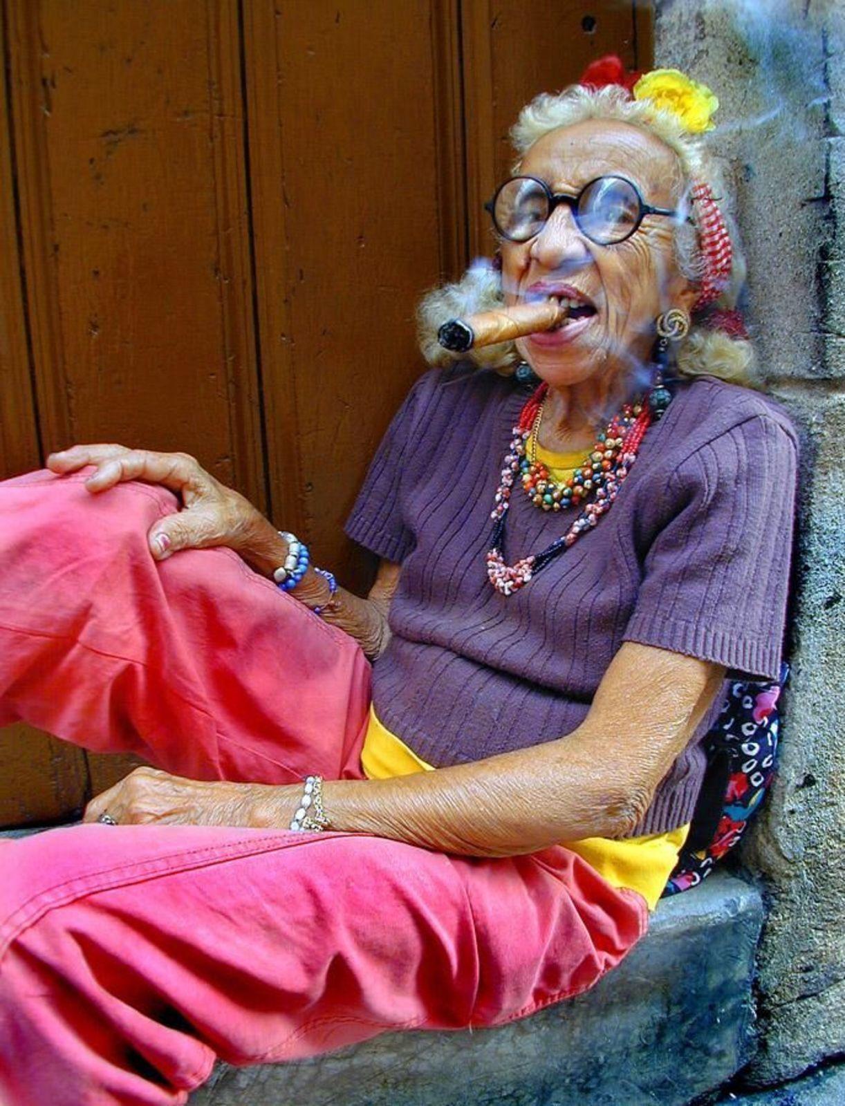 crazygrandma.jpg (1222×1600) Old women, Fashion, Senior