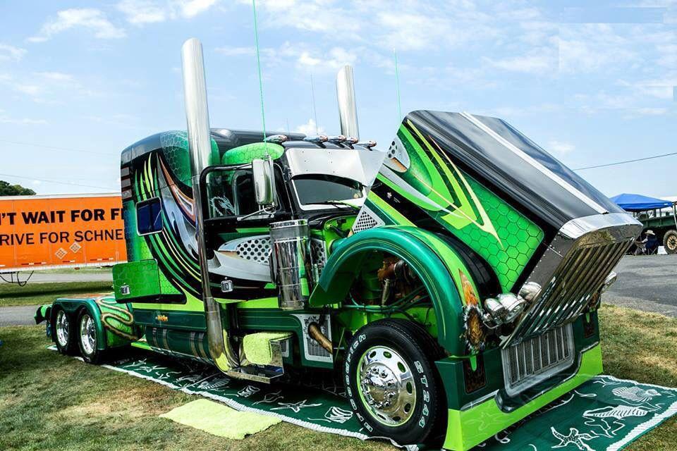 Very cool paint job Diesel trucks, Big trucks, Trucks