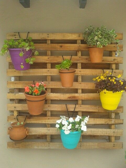 Un jard n de pared con palets i love palets pallets - Palets para jardin ...