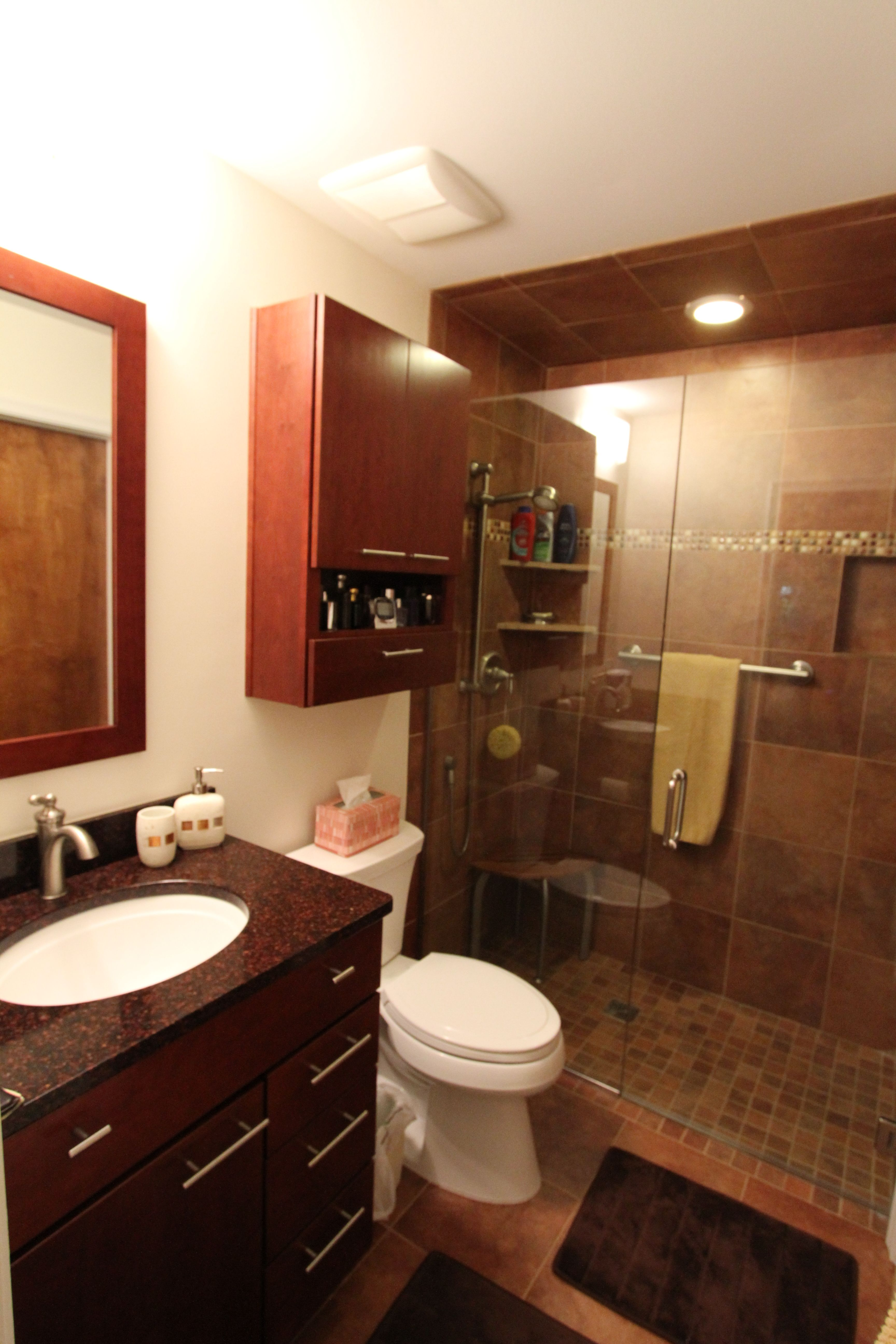 Badezimmer ideen große fliesen small bathroom remodel with wellborn cabinetry u cambria quartz
