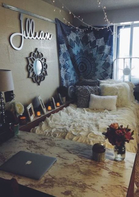 This Is One Of The Cutest Dorm Room Ideas For S Collegeapartmentbedroomsblankets College Apartment Bedrooms Blankets Homedecorbedroom