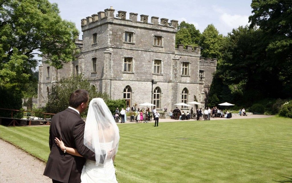 5 top tips to help you pick an awesome wedding venue