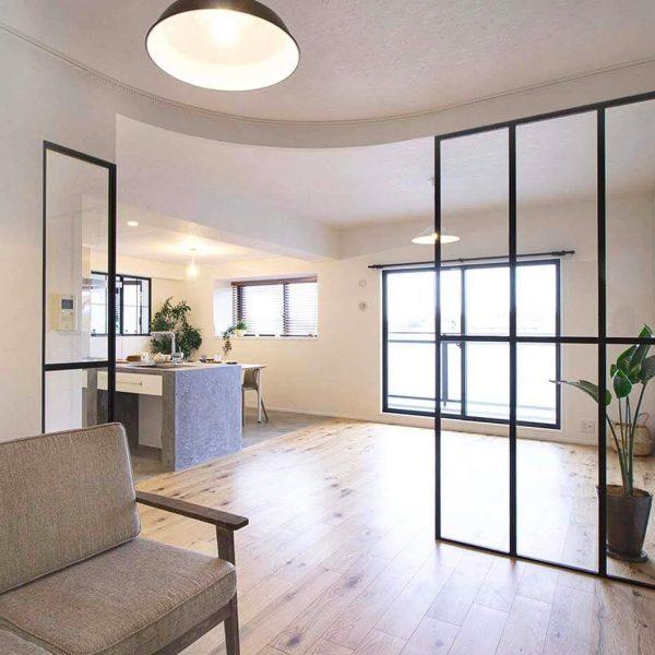 『室内窓』のある素敵なインテリア♡おしゃれで快適な空間づくりの見本帖 | folk