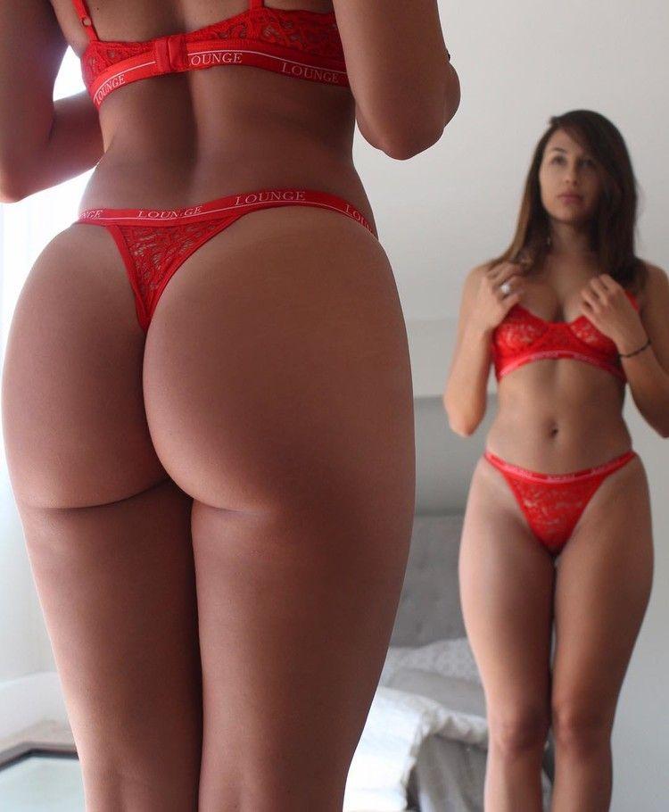 Hot girls lickin pussy