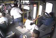A la próxima seguro que espera a que el bus se pare - Pal Feis
