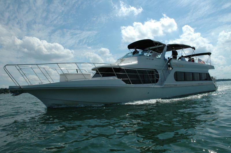 Al almas lake cruise charter boat