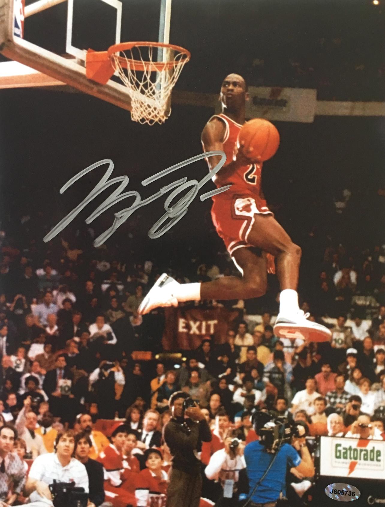 39093ab1dbf1 Michael Jordan Signed Chicago Bulls Slam Dunk Contest 8.5x11 Photo ...