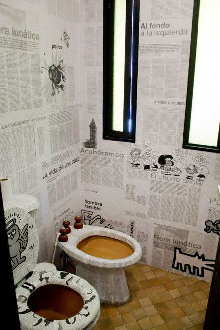 d co de wc originale des toilettes en papier peint de journaux en 2018 wc decor ideas. Black Bedroom Furniture Sets. Home Design Ideas