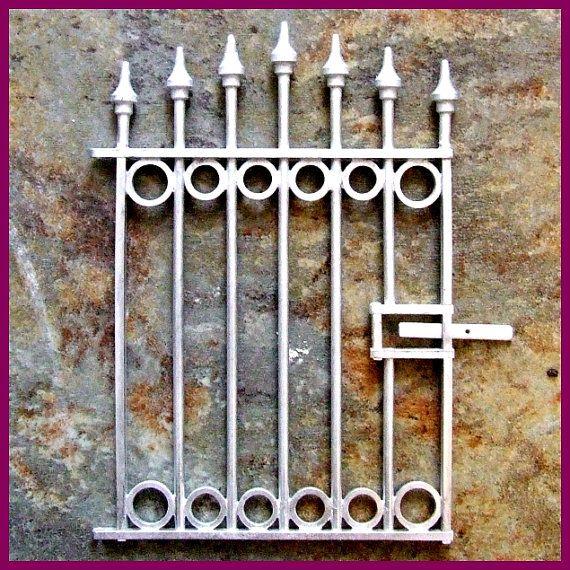Dollhouse Miniature 1:24  Scale Picket Gate